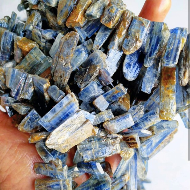 Raw Kyanite strand