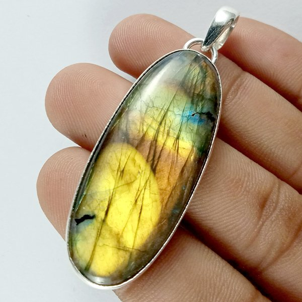 61CTS Labradorite Multi Fire Silver Overly Oval Pendant Size 50x20mm.