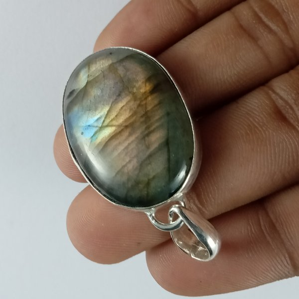 61CTS Labradorite Multi Fire Silver Overly Oval Pendant Size 35x25mm.
