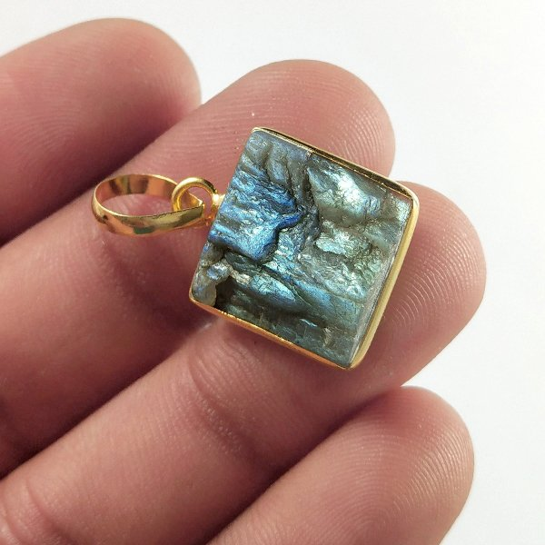 15CTS Gold Plated Labradorite Druzy gemstone Square Pendant Size 18x14mm.