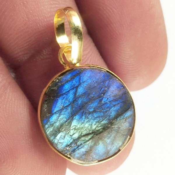 12CTS Gold Plated Labradorite Druzy gemstone Round Pendant Size 19X15mm.