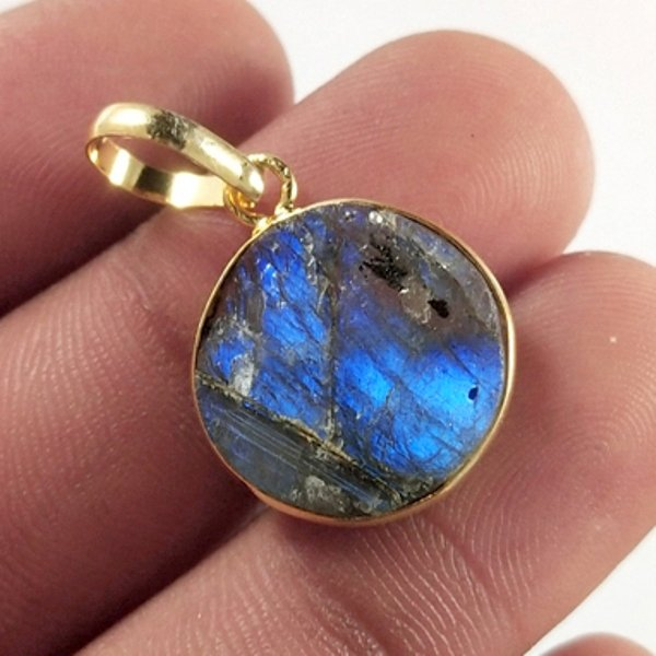 10CTS Gold Plated Labradorite Druzy gemstone Round Pendant Size 19X15mm.
