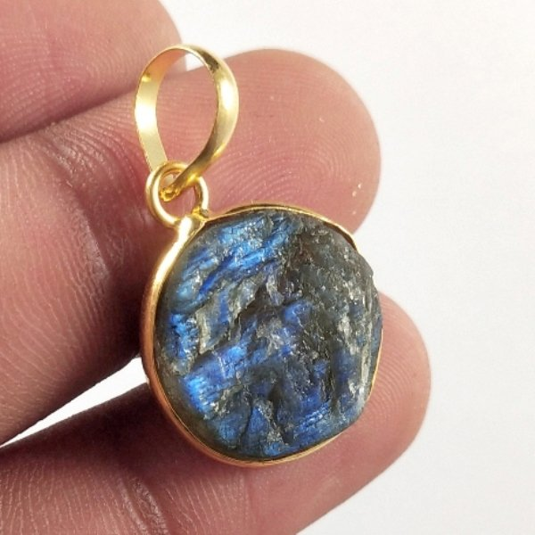 14CTS Gold Plated Labradorite Druzy gemstone Round Pendant Size 20X15mm.