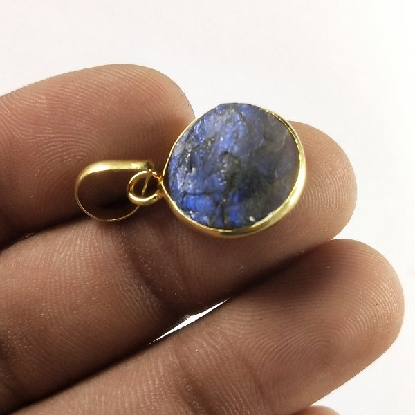 10CTS Gold Plated Labradorite Druzy gemstone Round Pendant Size 17X13mm.