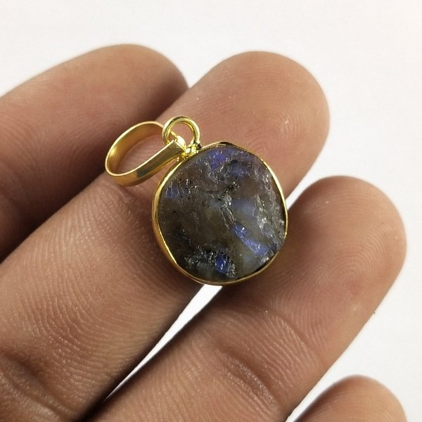 10CTS Gold Plated Labradorite Druzy gemstone Round Pendant Size 17X12mm.